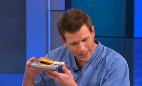 Inkább frissen sült lángost vegyünk a sarki árusnál – 14 év után is ugyanúgy néz ki a hamburger