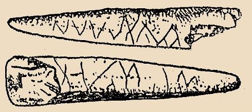 """Lambrecht Kálmán nagyszerű könyvében a pálcavégről csak ennyi olvasható: """"A magyarországi ősember művészetének nyomai. Zeg-zugosan díszített pálcika a bajóti Jankovich barlang magdaléni típusú kultúrrétegéből. Természetes nagyság."""""""