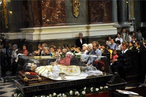 Bosco Szent János ereklyéje a Szent István-bazilikában