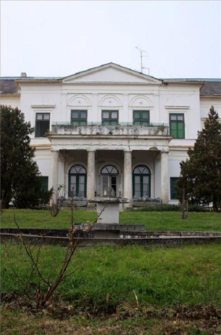 Helyreállítják az Erdődy-kastélyparkot Doba-Somlóváron