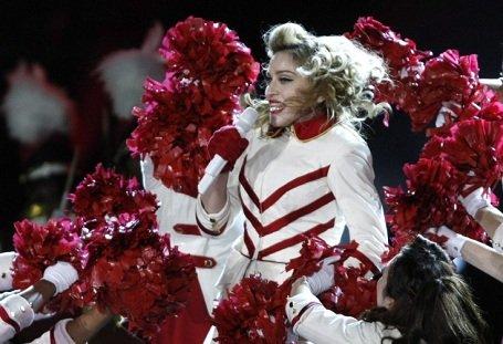 Homoszexualitás propagálása miatt pert indítanak Madonna ellen