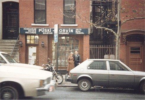Könyvesbolt New York-ban a 2-es Sugárúton