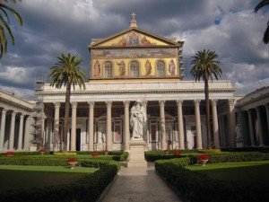 Ferenc pápa Szent Pál apostol sírjánál imádkozott