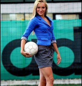 Szőke bombanő egy horvát focicsapat edzője