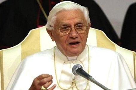 Mindenszentek napján látászavar miatt megszakította beszédét a pápa