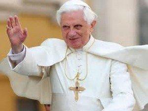 """""""Nem lesz velünk már túl sokáig"""" Haldoklik XVI. Benedek pápa!"""
