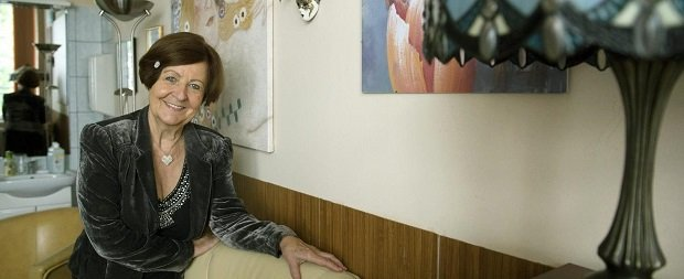 A Prima-díjjal kitüntetett Prof. Dr. Bagdy Emőke szakpszichológus, pszichoterapeuta, szupervízor, a pszichológiatudomány kandidátusa budapesti rendelőjében 2013. szeptember 25-én. Forrás: MTI / Koszticsák Szilárd