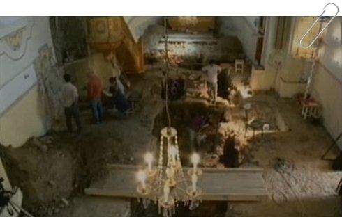 Árpád-kori leletekre bukkantak a templom padlózata alatt