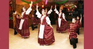 Bálra készülve, hagyományos magyar ruhában