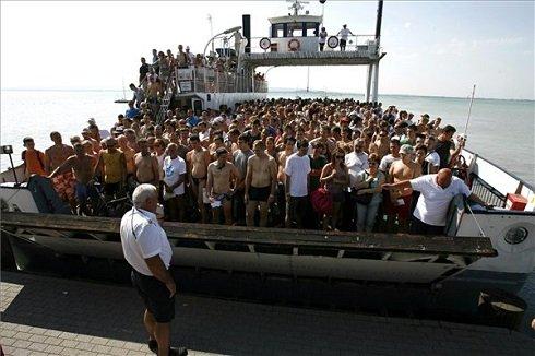 Közel nyolcezren úszták át a Balatont