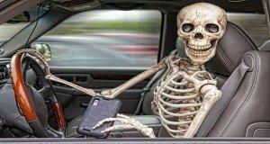 Egyre több halálos balesetet okoznak mobiltelefon-függők