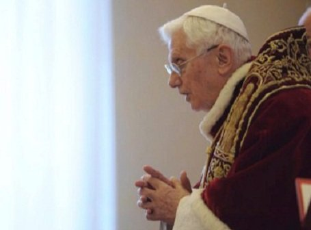 Lemond a pápa – Erdő Péter szerint XVI. Benedek példát mutatott azzal, hogy szembenézett a betegséggel