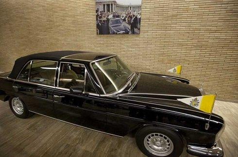 Ferenc pápa luxusautókat keresett a vatikáni garázsokban