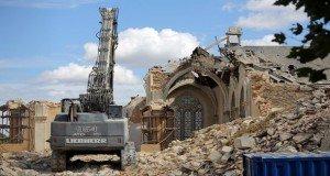 Franciaországi iszlámosodás: sorba bontják a katolikus templomokat