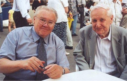 2001, könyvhét Csurka István dedikál
