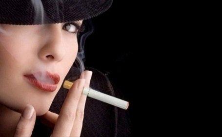 Ne e-cigarettával szokjunk le a dohányzásról! Nincs betiltva, pedig veszélyesebb mint az igazi