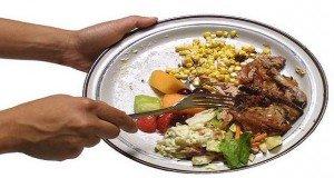 Pazarlás: A magyar családok 42 százaléka rendszeresen dob ki élelmiszert