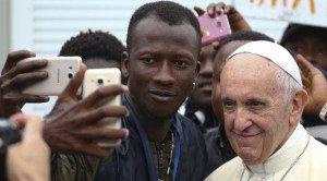 Ferenc pápa továbbra is védelmezi és integrálni akarja a migránsokat