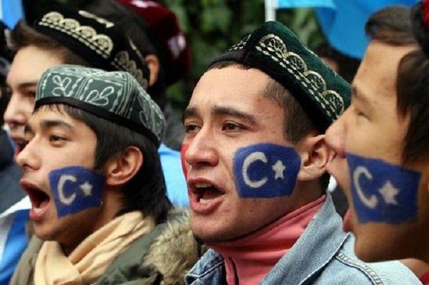 Függetlenségüket ma is követelő ujgurok