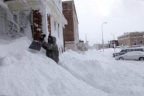 Jelentős mennyiségű hó hullott az USA-ban. Zivatarok sújtotta államok: Nebraska, Dél-Dakota, Wyoming, Iowa és Colorado. Szerint a médiában, csökkent 120 cm hó.