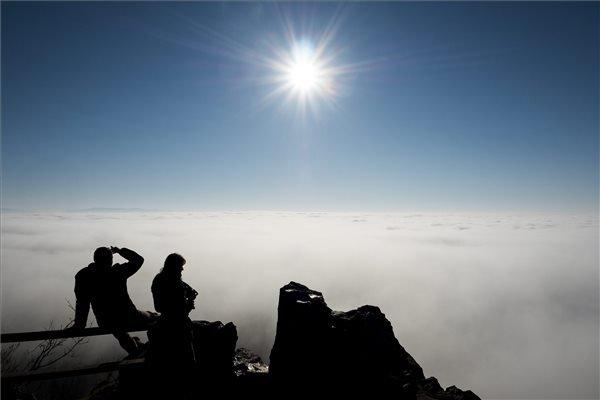 Köd Salgótarján Salgóbánya városrésze felett, a salgói várból fotózva.