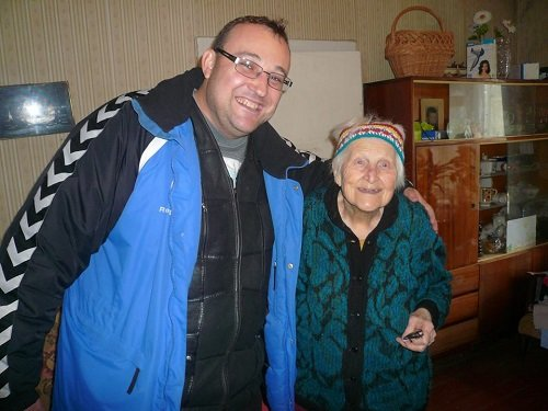 Hanykovics Leonárd atya szállásadójával