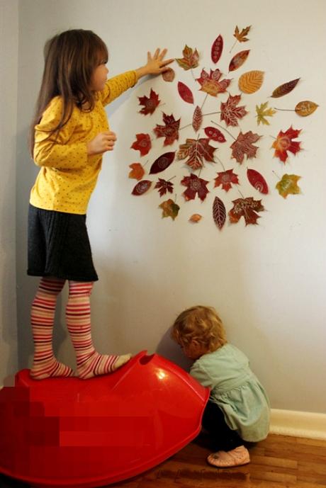 A gyerekek szívesen dekorálják színes falevelekkel a szobájuk falát