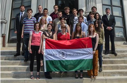 Magyar őstörténeti konferencia Oroszországban – Hat centiméteres bronztábla rovásírással