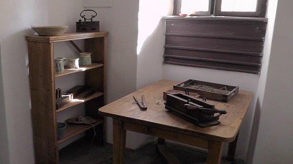 2014. 09. 28. Majk - A négy helyiségből álló cellaház dolgozó szobája - Fotó: Magyar Nő Magazin