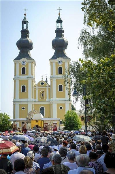 Hálaadó szent liturgia, amelyet a Szűz Mária kegykép könnyezésének, valamint a máriapócsi görögkatolikus kegytemplom zarándokhellyé válásának 300. évfordulóján tartott a máriapócsi székesegyház előtti téren 2015. augusztus 15-én. MTI Fotó: Czeglédi Zsolt