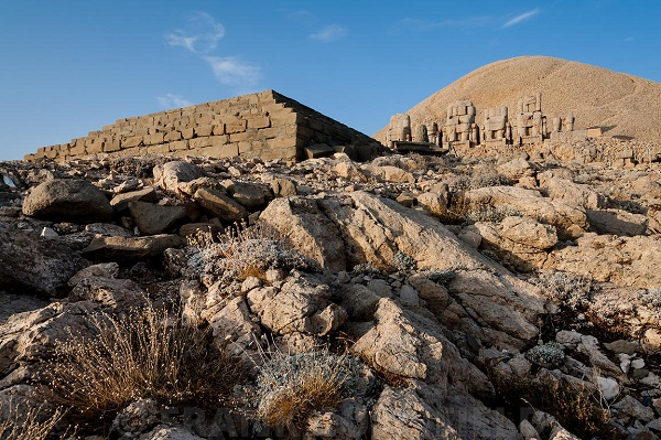 Nimród hegye (Nemrut-hegy) 1987-ben a Nemrut-hegy felkerült az UNESCO Világörökségi listájára.