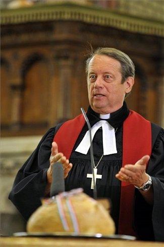 Gáncs Péter, a Magyarországi Evangélikus Egyház elnök-püspöke igét hirdet az augusztus 20-a előestéjén tartott ünnepi ökumenikus istentiszteleten a Budai Református Egyházközség I. kerületi templomában 2013. augusztus 19-én. MTI Fotó: Kovács Attila