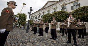 Újra lesz zenés őrségváltás és a katonai térzene Budapesten