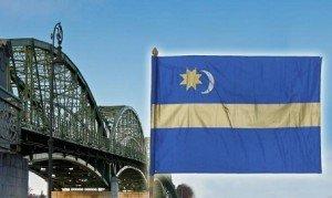 Székely zászló lobog a Mária Valéria hídon is