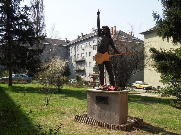 Radics Béla szobra Budapesten, Kovács Károly alkotása
