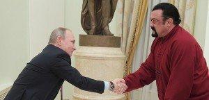 Átvette az útlevelét az új orosz állampolgár, Steven Seagal