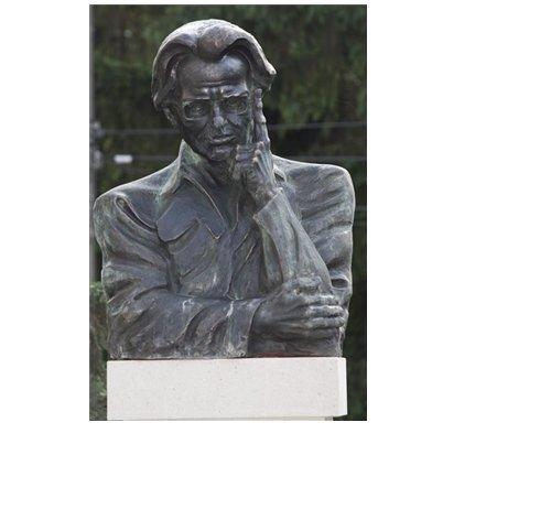 Székelyföld – Sütő Andrásnak állítottak emlékművet Székelyudvarhelyen