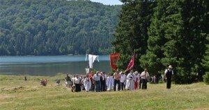Búcsú az erdélyi Szent Anna-tónál
