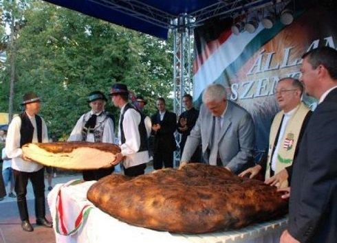 A Kárpát-medence 150 kilogrammos kenyerét sütik meg Szolnokon