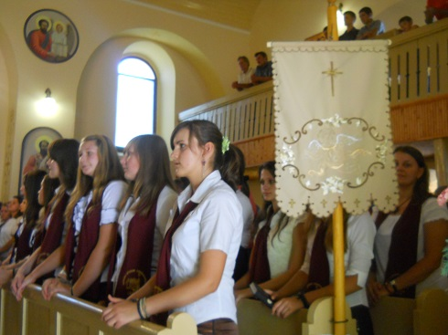 Kárpátalja – Tanévnyitót tartottak a kárpátaljai karácsfalvai görögkatolikus líceumban