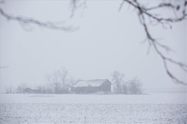 Behavazott tanya Orosháza közelében 2014. december 28-án. MTI Fotó: Rosta Tibor