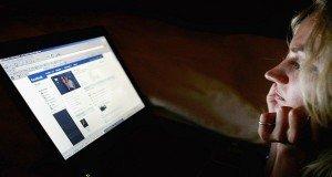 Etikátlan lélektani kísérletet végzett a Facebook a felhasználóin