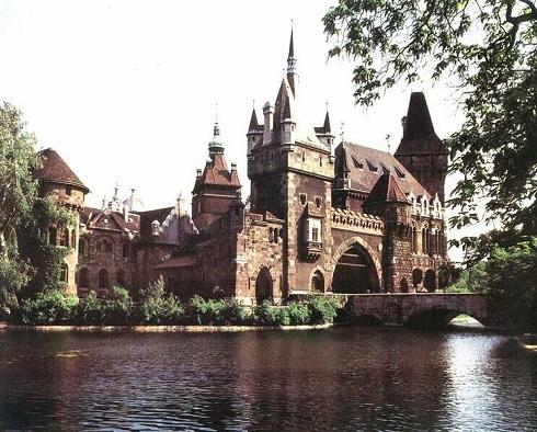 A Vajdahunyadvárban mutatják be programjaikat a magyarországi várak