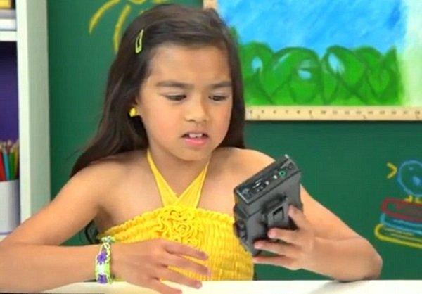 Az amerikai tizenéves gyerekeknek fogalma sincs arról, hogyan szólaltatható meg a walkman. - Fotó: Daily Science
