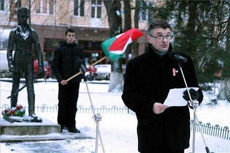 Kárpátalja – Megemlékezés Ungváron ukrán nacionalista megfélemlítéssel