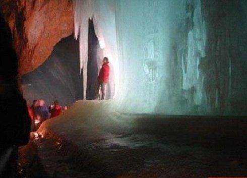 Ha nem svájci jégcsodára vágyunk, Ausztriában is megcsodálhatunk szépséges természeti csodát - Wiltshire jégbarlang