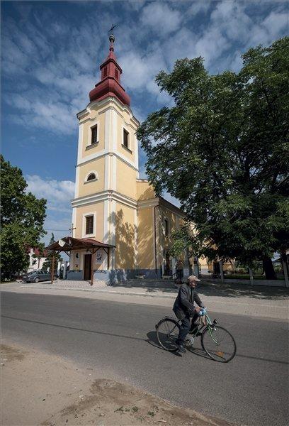 A római katolikus templom a Szabolcs-Szatmár-Bereg megyei Ajakon 2013. július 12-én. Ajak azon tizennyolc település egyike, amelynek városi címet adományozott a köztársasági elnök 2013. július 15-ei hatállyal. MTI Fotó: Czeglédi Zsolt