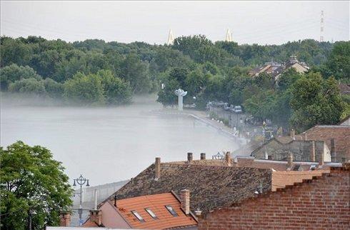 Az áradó Duna Szentendrén a Szamárhegyről fotózva 2013. június 8-án. MTI Fotó: Weisenburger István