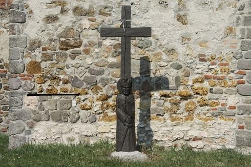 Nyugatranéző fából készült Imre herceg  szobor