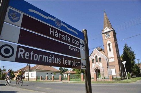 A református templom épülete a Jász-Nagykun-Szolnok megyei Fegyverneken 2013. július 12-én. Fegyvernek azon tizennyolc település egyike, amelynek városi címet adományozott a köztársasági elnök 2013. július 15-ei hatállyal. MTI Fotó: Mészáros János